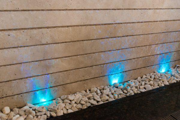 آبنمای دیواری ـ نورپردازی