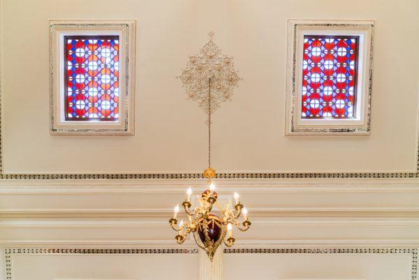 انواع آویزها و شیشه کاری