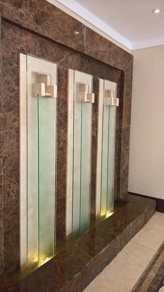 آبنمای دیواری باکس آب و قطاع شیشه ای ـ حرکت آب بر روی شیشه ـ سه قطعه
